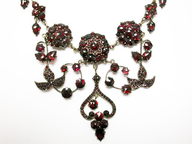 Vintage-Garnet-Necklace